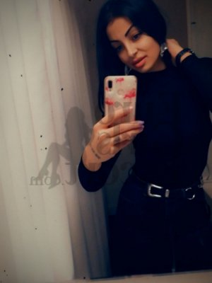 Marie-cécilia call girl in Bettendorf & thai massage