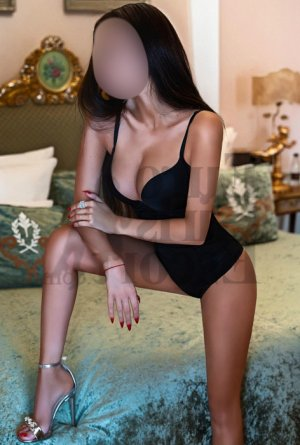 Alayna thai massage and escort girl