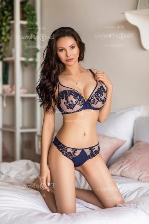 Anouche erotic massage in Bettendorf IA