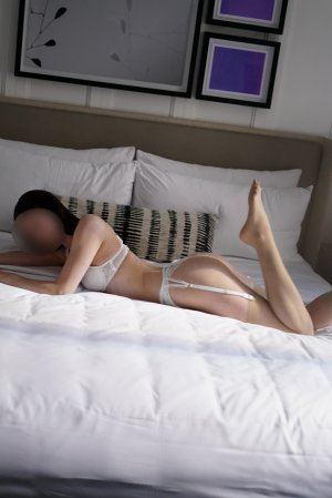 Myreille nuru massage in Forrest City